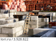 Купить «Деревянная лестница на строящемся этаже жилого дома», фото № 3928822, снято 14 октября 2012 г. (c) Константин Безденежных / Фотобанк Лори
