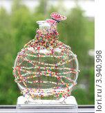 Купить «Изготовление вазы оплетенной бисером. Ручная работа. Готовый этап мастер-класса», фото № 3940998, снято 10 мая 2010 г. (c) Надежда Глазова / Фотобанк Лори