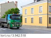 Купить «Грузовик Sisu на улицах города», эксклюзивное фото № 3942518, снято 5 июля 2012 г. (c) Валерия Попова / Фотобанк Лори