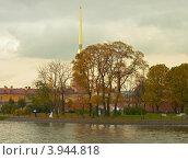 Купить «Санкт-Петербург, Петропавловская крепость, набережная Заячьего острова», фото № 3944818, снято 12 октября 2012 г. (c) Виктор Савушкин / Фотобанк Лори