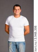 Купить «Мужчина в белой футболке», фото № 3948398, снято 11 декабря 2011 г. (c) Сергей Петерман / Фотобанк Лори