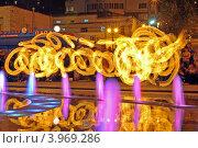 Огненный след. Ночное представление пойстера (2012 год). Редакционное фото, фотограф Даниил Безуглов / Фотобанк Лори