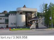 Купить «Здание Музея природы и человека, город Ханты-Мансийск», фото № 3969958, снято 1 июля 2012 г. (c) Константин Безденежных / Фотобанк Лори