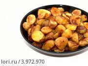 Ломтики жареного картофеля в тарелке на белом фоне. Стоковое фото, фотограф Роберт Ивайсюк / Фотобанк Лори