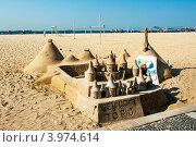 Купить «Фигуры из песка на пляже Копакабана в Рио-де-Жанейро», фото № 3974614, снято 9 сентября 2012 г. (c) Елена Поминова / Фотобанк Лори