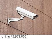 Купить «Камера наружного видеонаблюдения», эксклюзивное фото № 3979050, снято 31 октября 2012 г. (c) Алексей Букреев / Фотобанк Лори
