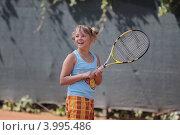Девочка играет в теннис (2011 год). Редакционное фото, фотограф Svetlana Zavrazhina / Фотобанк Лори