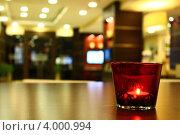 Горящая свеча на фоне интерьера. Стоковое фото, фотограф Дмитрий Киргизов / Фотобанк Лори