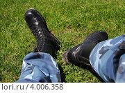 """Ноги в ботинках """"КММ"""" (2011 год). Редакционное фото, фотограф Влад ЩЧ / Фотобанк Лори"""