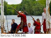 Залп стрельцов на лодке (2012 год). Редакционное фото, фотограф Коршунов Владимир / Фотобанк Лори
