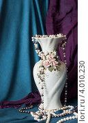 Купить «Ваза в жемчугах», фото № 4010230, снято 11 ноября 2012 г. (c) Максим Кузнецов / Фотобанк Лори
