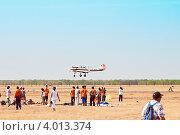 Посадка спортивного самолёта Як-52 (2012 год). Редакционное фото, фотограф Вадим Орлов / Фотобанк Лори