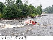 Рафтинг по реке. Борьба с порогами. (2011 год). Редакционное фото, фотограф Андрей Небукин / Фотобанк Лори