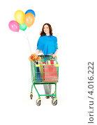 Купить «Симпатичная молодая женщина после шоппинга с покупками в покупательской тележке на белом фоне», фото № 4016222, снято 19 сентября 2009 г. (c) Syda Productions / Фотобанк Лори