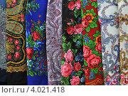 Купить «Павловопосадские набивные платки», эксклюзивное фото № 4021418, снято 10 ноября 2012 г. (c) lana1501 / Фотобанк Лори