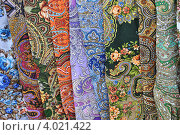 Купить «Павловопосадские платки», эксклюзивное фото № 4021422, снято 10 ноября 2012 г. (c) lana1501 / Фотобанк Лори