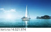 Купить «Яхта в океане», фото № 4021974, снято 4 марта 2011 г. (c) Iakov Kalinin / Фотобанк Лори