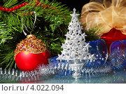 Купить «Новогодний натюрморт с елочными игрушками», фото № 4022094, снято 27 сентября 2012 г. (c) Sergey Nivens / Фотобанк Лори