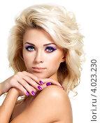Купить «Портрет привлекательной блондинки с фиолетовым маникюром», фото № 4023230, снято 7 ноября 2012 г. (c) Валуа Виталий / Фотобанк Лори