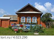 Красивый домик в деревне (2012 год). Стоковое фото, фотограф Беляева Галина / Фотобанк Лори