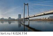 Купить «Красноярск. Вантовый пешеходный мост через Енисей, городской пейзаж», фото № 4024114, снято 31 октября 2010 г. (c) Nikitin / Фотобанк Лори