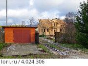 Купить «Строительство деревянного дома из бруса», эксклюзивное фото № 4024306, снято 10 ноября 2012 г. (c) Елена Коромыслова / Фотобанк Лори