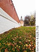 Купить «Город Тула. Стена и башня Тульского Кремля осенью.», эксклюзивное фото № 4028718, снято 27 октября 2012 г. (c) Игорь Низов / Фотобанк Лори