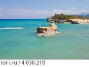 Скала в море в Сидари на о.Корфу (2012 год). Стоковое фото, фотограф Алексей Кондратьев / Фотобанк Лори