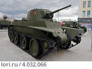 Легкий колесно-гусеничный танк БТ-7 образца 1937 г (2012 год). Редакционное фото, фотограф Matwey / Фотобанк Лори