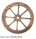 Старое деревянное колесо на белом фоне. Стоковое фото, фотограф Анфимов Леонид / Фотобанк Лори