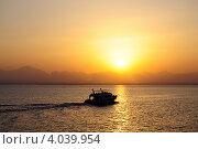 Корабль на закате. Стоковое фото, фотограф Анастасия Герасимова / Фотобанк Лори