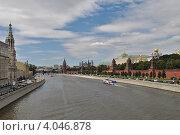 Купить «Вид на Кремль, Кремлевскую и Софийскую набережную, Москва», эксклюзивное фото № 4046878, снято 24 июля 2012 г. (c) lana1501 / Фотобанк Лори