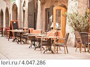 Купить «Уличное кафе», фото № 4047286, снято 21 апреля 2012 г. (c) Анастасия Золотницкая / Фотобанк Лори