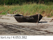 Лодка на берегу (2007 год). Редакционное фото, фотограф Ольга Полякова / Фотобанк Лори