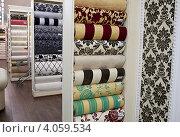 Купить «Обои в магазине», эксклюзивное фото № 4059534, снято 27 ноября 2012 г. (c) Яна Королёва / Фотобанк Лори