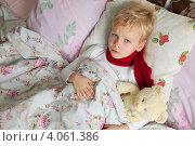 Купить «Больной мальчик в постели», фото № 4061386, снято 26 ноября 2012 г. (c) Владимир Мельников / Фотобанк Лори