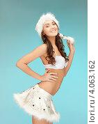 Купить «Жизнерадостная девушка с длинными волосами в серебристом колпаке Санты-Клауса и белой короткой юбке», фото № 4063162, снято 22 ноября 2011 г. (c) Syda Productions / Фотобанк Лори