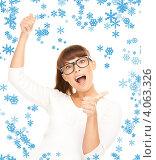 Купить «Юная привлекательная девушка в очках и голубом джемпере на белом фоне», фото № 4063326, снято 27 июня 2010 г. (c) Syda Productions / Фотобанк Лори