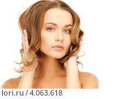 Купить «Очаровательная юная девушка с длинными русыми волнистыми волосами на белом фоне», фото № 4063618, снято 10 октября 2010 г. (c) Syda Productions / Фотобанк Лори