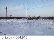 Купить «Строительство высоковольтной воздушной линии электропередач на месторождение в Западной Сибири», эксклюзивное фото № 4064910, снято 12 ноября 2012 г. (c) Валерий Акулич / Фотобанк Лори
