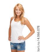 Купить «Молодая женщина с длинными волосами в обтягивающей футболке и джинсовых шортах на белом фоне», фото № 4066078, снято 31 июля 2012 г. (c) Syda Productions / Фотобанк Лори