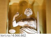 Купить «Санкт-Петербург, скульптура на здании Конституционного суда России», эксклюзивное фото № 4066662, снято 21 февраля 2010 г. (c) Дмитрий Неумоин / Фотобанк Лори