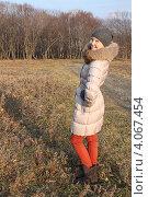 Девочка-подросток в лесу. Стоковое фото, фотограф Диана Линевская / Фотобанк Лори