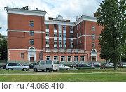 Купить «Школа № 711 (Президентская школа). Москва», эксклюзивное фото № 4068410, снято 4 июля 2012 г. (c) lana1501 / Фотобанк Лори
