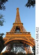 Эйфелева башня, освещенная вечерним солнцем. Стоковое фото, фотограф Алексей Полумордвинов / Фотобанк Лори
