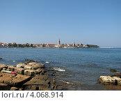 Купить «Адриатическое море, вид на город Пореч, Хорватия, Европа», эксклюзивное фото № 4068914, снято 27 марта 2019 г. (c) lana1501 / Фотобанк Лори