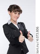 Купить «Молодая девушка показывает жест руками», фото № 4073806, снято 1 декабря 2012 г. (c) Михаил Иванов / Фотобанк Лори