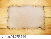 Купить «Обгорелый лист бумаги на деревянном фоне», фото № 4075794, снято 20 ноября 2012 г. (c) Юлия Маливанчук / Фотобанк Лори