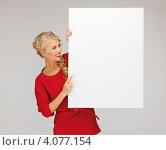 Купить «Привлекательная блондинка в красном платье с белым баннером в руках», фото № 4077154, снято 7 октября 2012 г. (c) Syda Productions / Фотобанк Лори