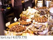 Шоколадные конфеты в кафе. Стоковое фото, фотограф Оксана Ковач / Фотобанк Лори